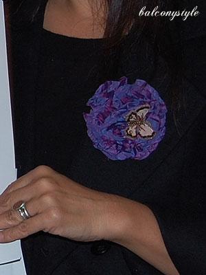 紫のカメリアとビーズ刺繍のバタフライ