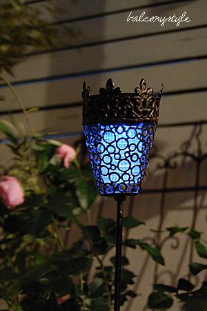 スカイツリーのイルミネーション風のブルーの幻想的な灯り