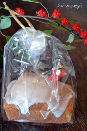 ろみさんのクリスマス用プチケーキとユーフォルビア