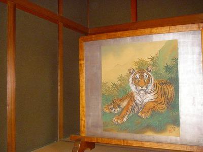 横尾邸玄関の屏風絵
