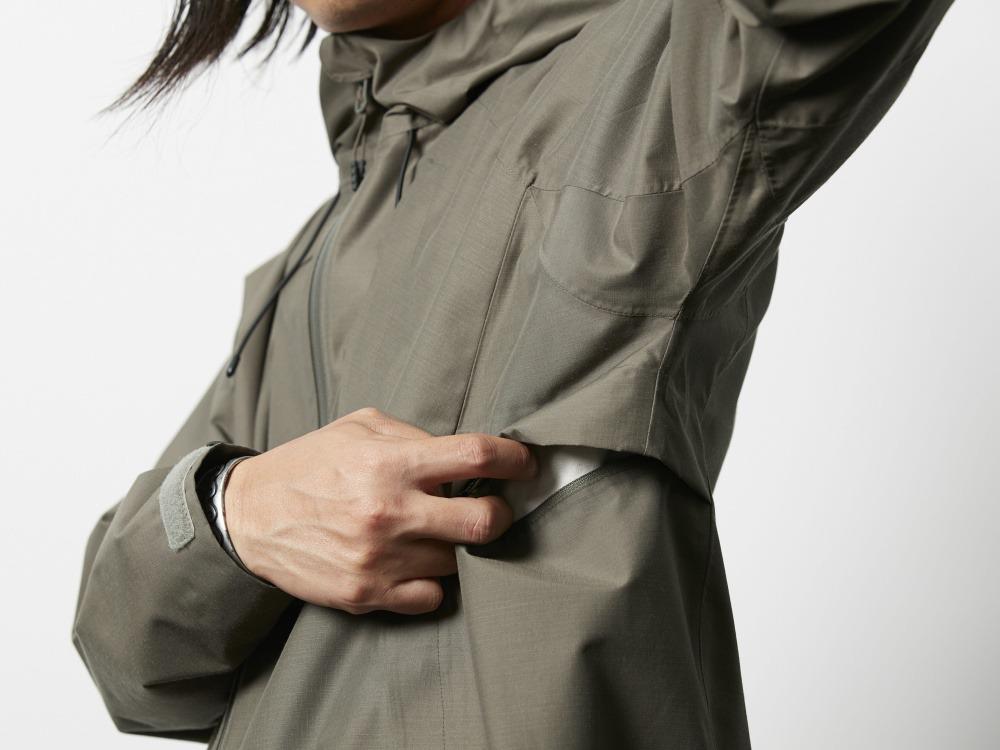5f36ffa3dc072 フードと裾は調整の出来るドローコード付き。