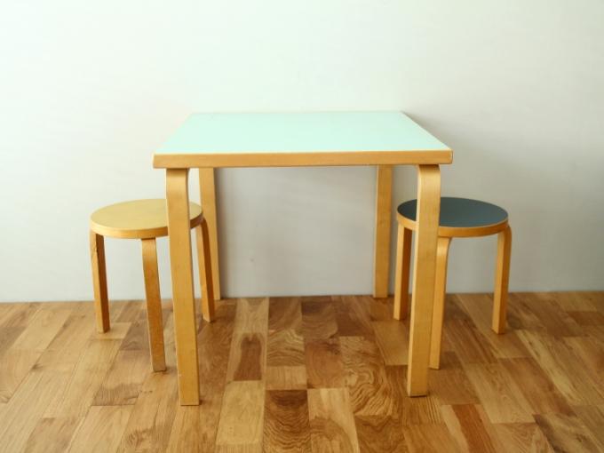 Artek-Table70s-Mintgreen01.jpg