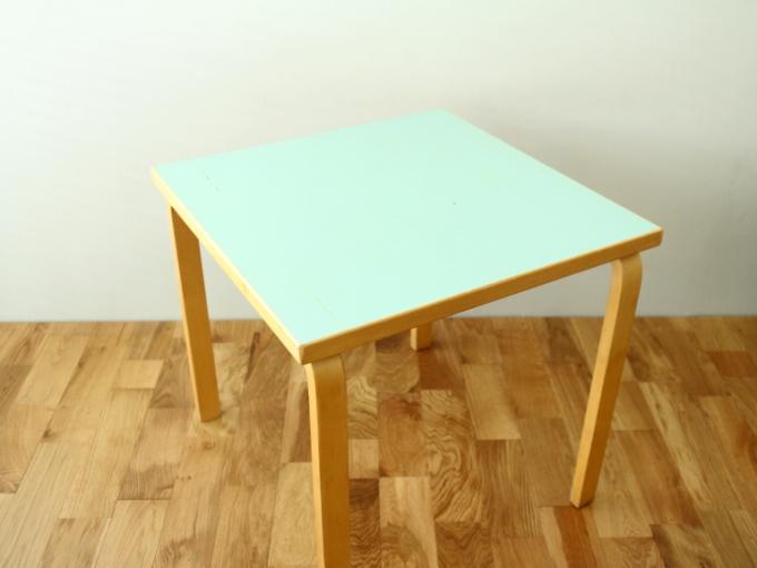 Artek-Table70s-Mintgreen02.jpg