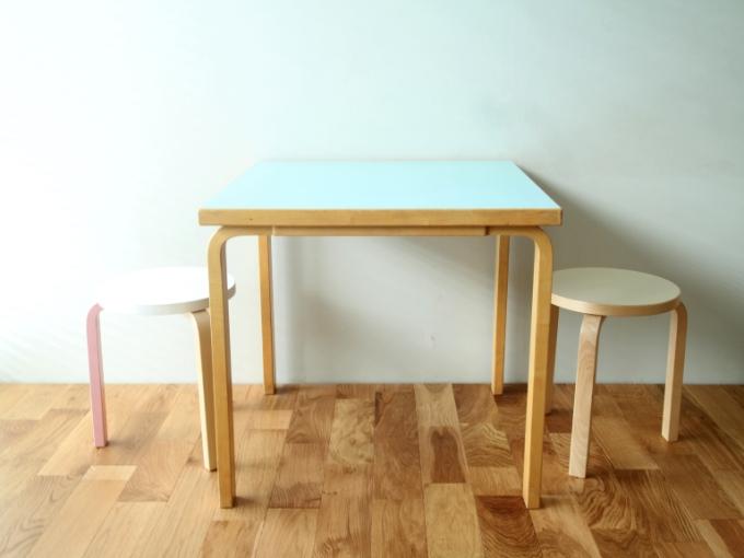 Artek-Table70s-LightBlue01.jpg