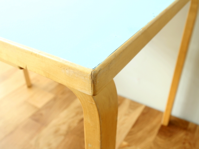 Artek-Table70s-LightBlue05.jpg