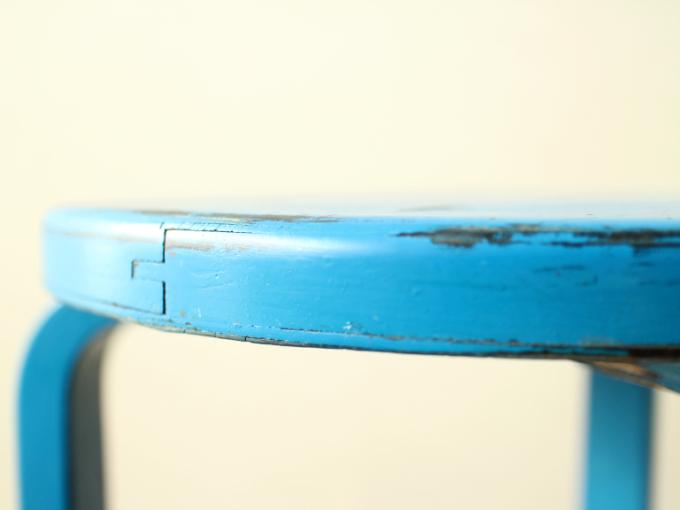 Artek-Stool60-ca30s-BlueHI04.jpg