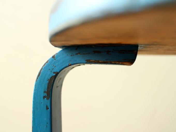 Artek-Stool60-ca30s-BlueHI06.jpg