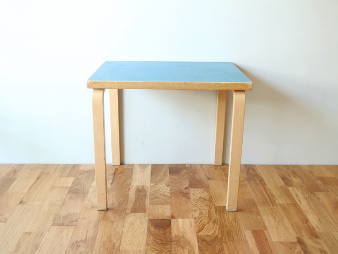 Artek-Table-80x60-Blue01.jpg