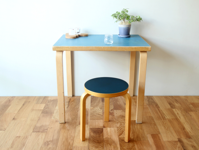 Artek-Table-80x60-Blue02.jpg