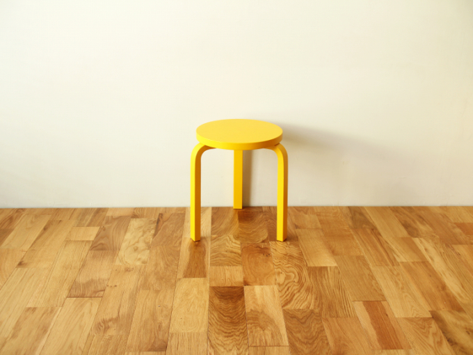 Artek-Stool60-Yellow01.jpg