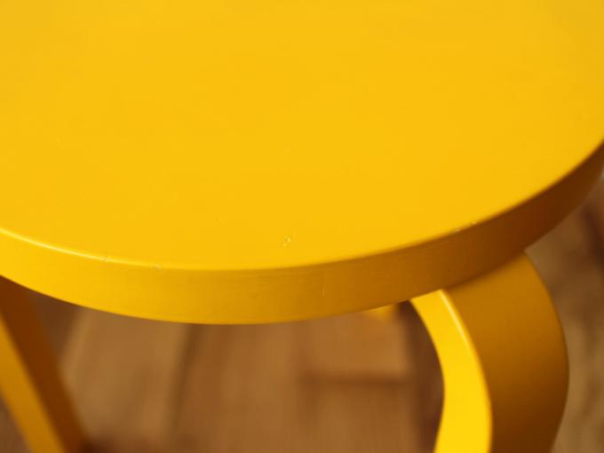 Artek-Stool60-Yellow07.jpg