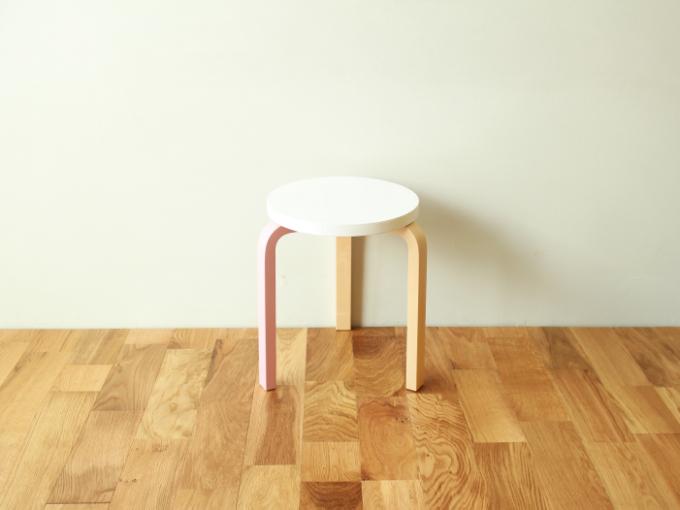 Artek-Stool60-MM-pink01.jpg