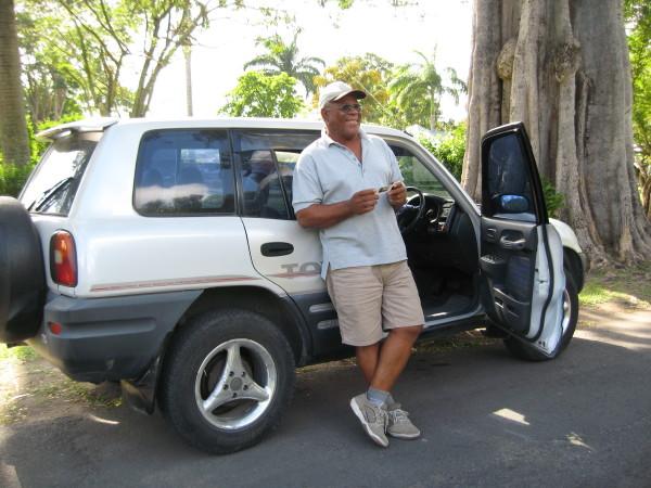 Dominica CelierとTOYOTAのRAV4.JPG