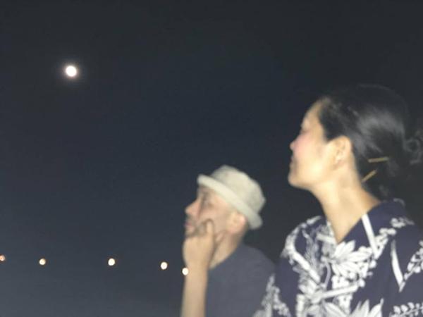 月観るふたり600.jpg