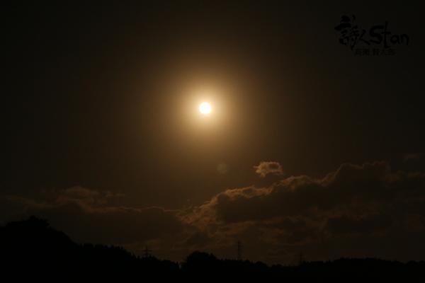 月が昇る600.jpg