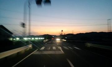 夕日に向かって