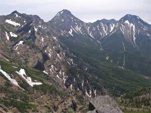硫黄岳山頂からの八ヶ岳の峰々