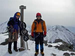 登攀を終了した横岳山頂にて