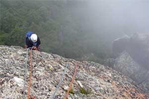 大ヤスリ岩頭から懸垂下降