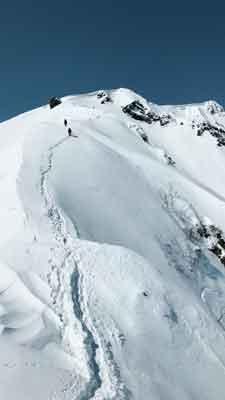西黒尾根から山頂を望む