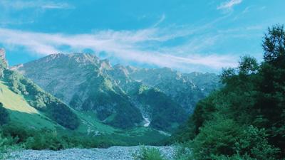岳沢から仰ぐ穂高