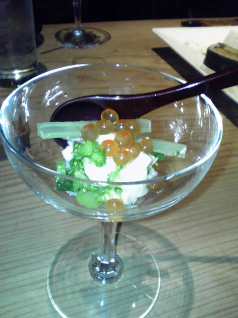 グラスに寿司