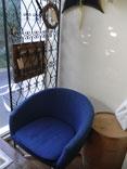 座り心地バツグンの青い椅子