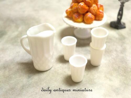 ミニチュアミルクガラス