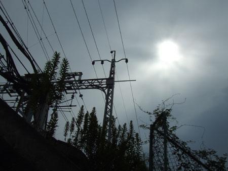 線路脇の曇り空
