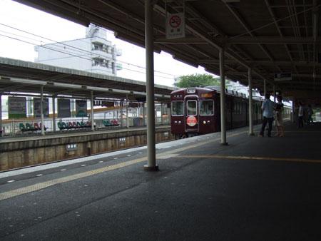 西京極駅の阪急電車