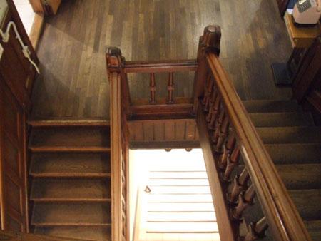 古い建物の階段
