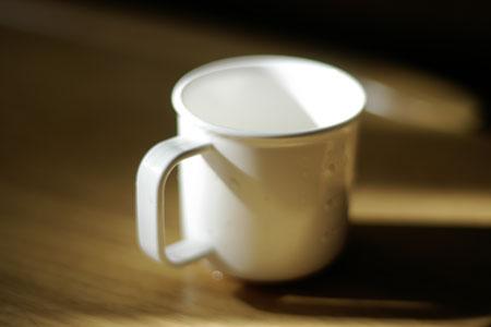 コップの光と影