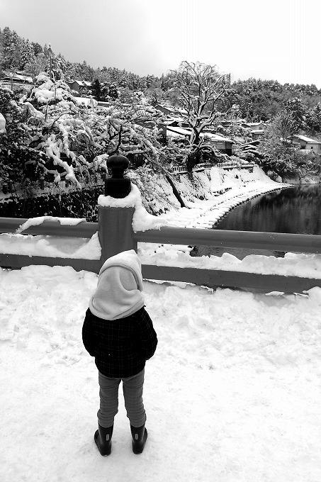 高山の橋の上