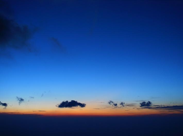 大天井岳からみた夜明け前の空