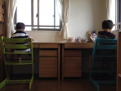 写真:完成した小鈴ちゃんと冴ちゃんの机スペース。