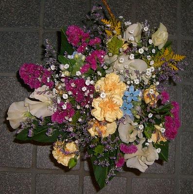 題名:2級:モダン 装飾的花束