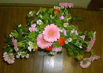 2級:非対称形の花嫁の花束