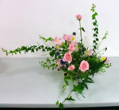 向夏の生花アレンジメント
