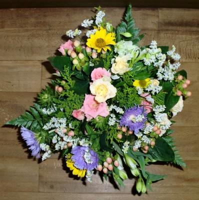 2級:モダン 装飾的花束