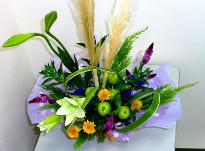 初秋の生花のアレンシメント