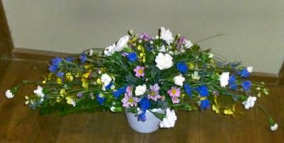 1級:弓形の生花アレンジメント