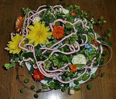 添え物の生花のアレンジメント(変移)