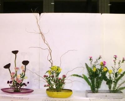 聖カタリナ大学の華道部の個性あふれる作品2012