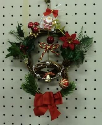 聖カタリナ大学華道部の生徒さんのクリスマスリース