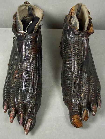 alien-feet2.jpg
