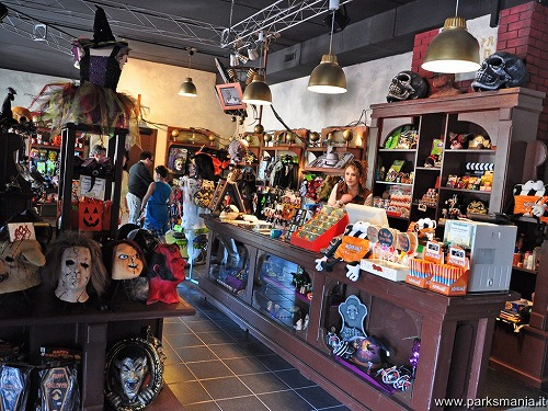 movieland-Horror_Shop_001.jpg