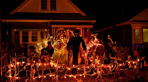 scary-house-decorations-wlxkm.jpg