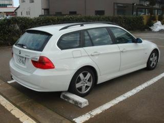BMW325i TOURING(ツーリング)HI-LINE(ハイライン)は、エクステリア・インテリア共にゴージャスに仕上がっている。運転した感想は、快適さを維持したまま気持ちのいい走りが楽しめ、使い勝手や安心感、そして楽しさを十分官能出来る。