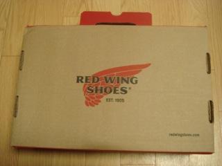 """『RED WING(レッドウイング)』の""""アイリッシュセッター #875""""は、肉厚で柔らかくて、全体的にドッシリとした重量感があるワークブーツだが、非常に洗練されたフォルム・質感は、カッコイイ。ミンクオイルやレザードレッシング等で定期的にメンテナンスしたい。"""
