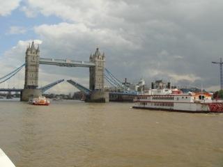 イギリス出張[其の10]テムズ河クルーズで、移り変わるロンドンの景色を眺める午後の一時を優雅に楽しむことが出来た。清々しい風を受けての水上クルーズは、大人1名が片道(Single)で£4.60だ。